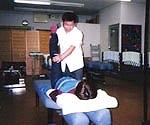 施術中の沢田先生