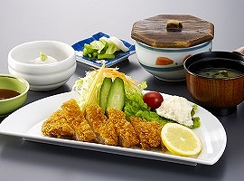 「ロースカツ定食」 約1200kcal