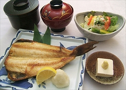 「焼き魚定食」 約800kcal