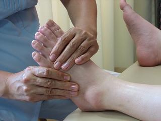 「 痛気持ちいい施療 」 が特徴です。