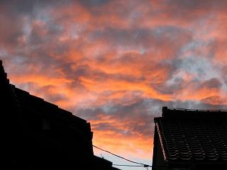 当院の窓から見た 「 夕焼け 」 です。