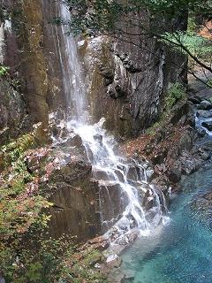 付知峡 「不動滝 」 のすぐ近くにある 「 飛泉 」
