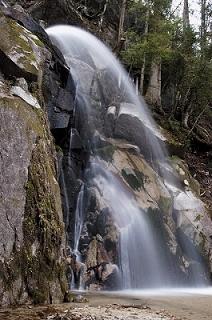 右の 「 寿老の滝 」