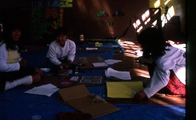 ミニ香北町をつくる制作ワークショップ/公民館で布にペイント