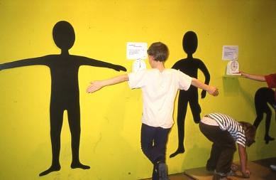 ウイーンCM・影アートの遊べる壁