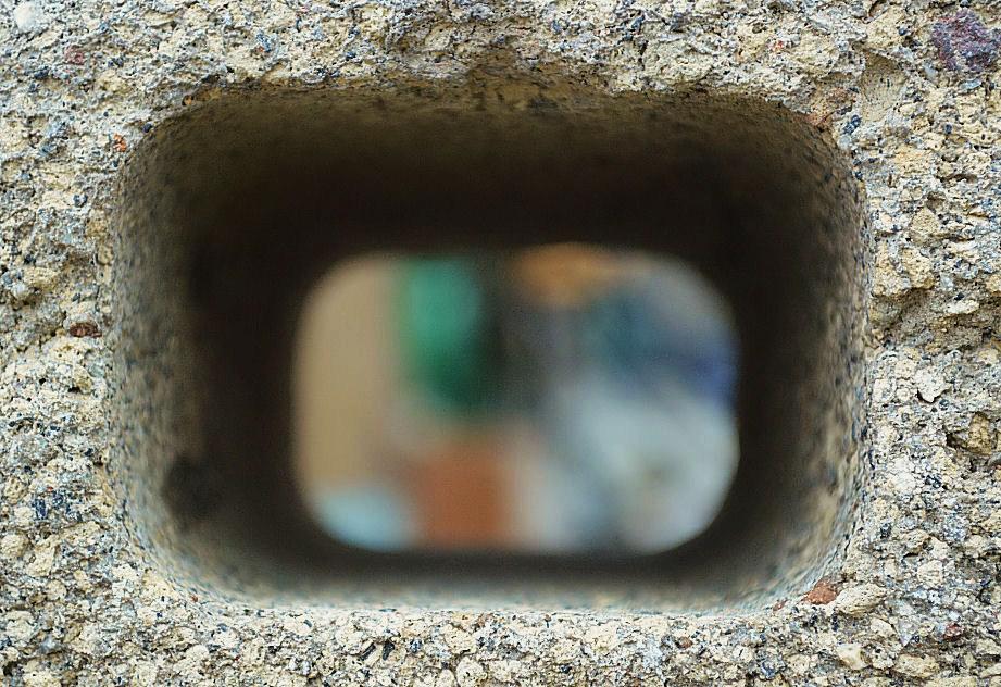 ブロックの穴 撮影 松田光司