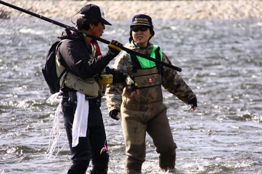 2011荒川鮭釣り いづみや女将 第一号