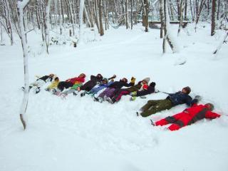 雪の中にパタン