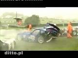 クラッシュ動画 雨のレース中に多重クラッシュ