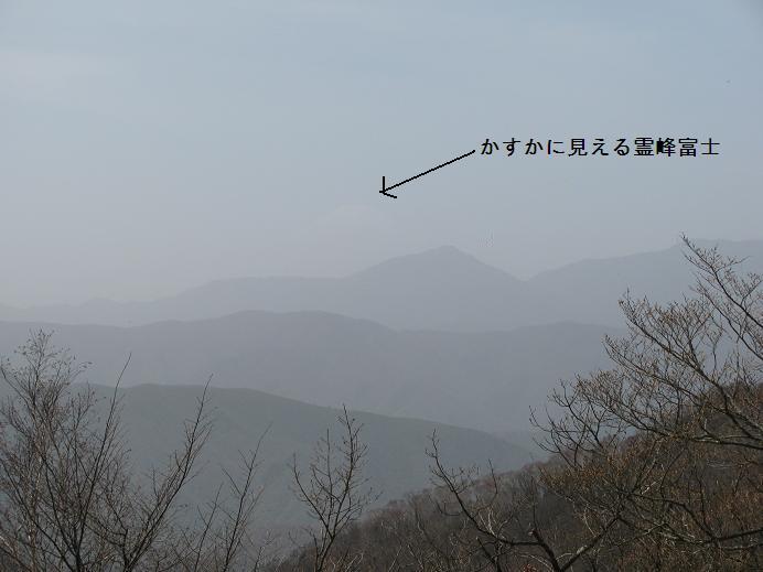 かすかに見える霊峰富士