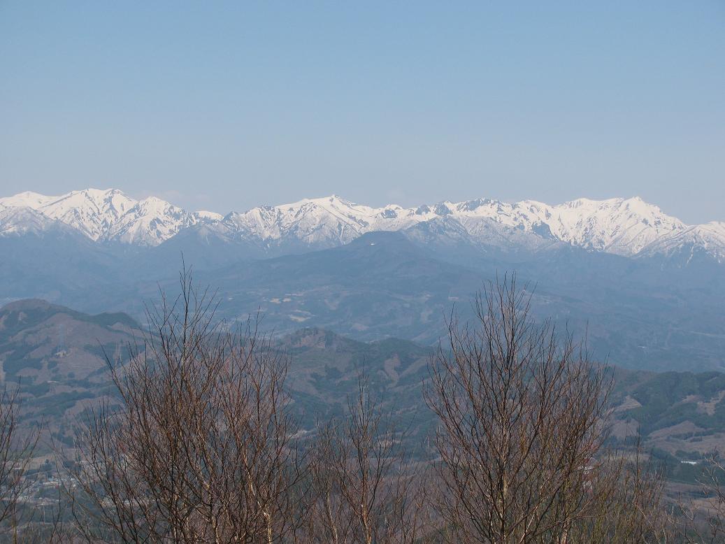 子持山山頂から谷川連峰を眺望