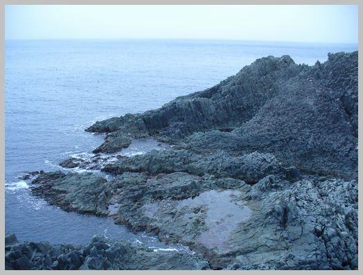 日浦岬灯台の眼下に広がる柱状節理2