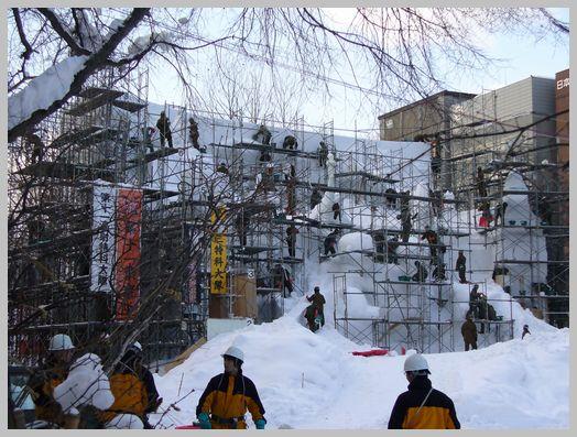 大雪像「守りたい地球、子供たちの未来」2