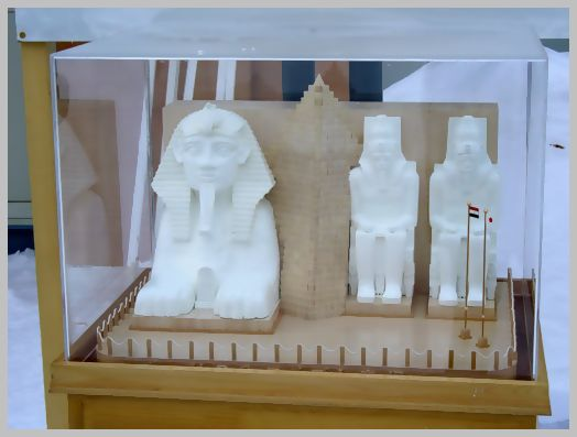 エジプトの遺跡の模型