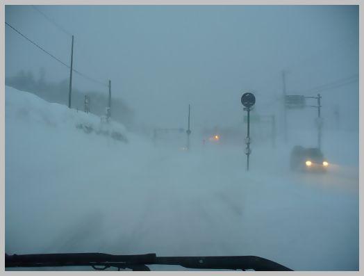 中山峠の地吹雪