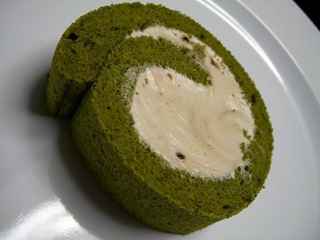 抹茶黒糖ロールケーキ