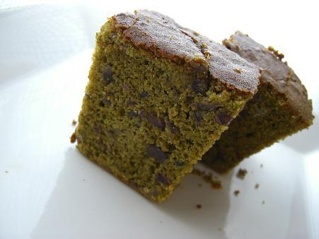 抹茶と粒餡の黒糖米粉ケーキ