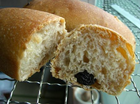 柑橘ピールと大粒レーズンと胡桃のパン