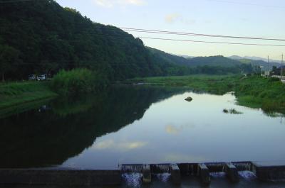 早朝の城井川と静かな水面@赤幡橋上にてby CyberShot