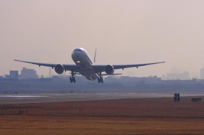 JAL B777-346 JL2001 Airborne@14エンド