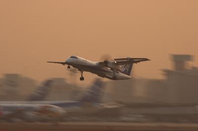 ANA DHC-8-Q400 Airborne@RWY14Rエンド