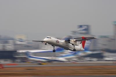 JAC DHC-8-Q400 Airborne@RWY14Rエンド
