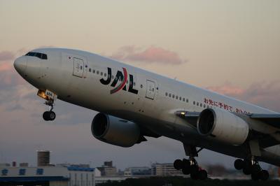 JAL B777-246 Airborne@伊丹スカイパーク