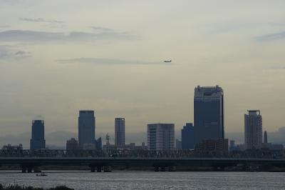 大阪都心と淀川 with ANA B767-381@R2淀川大橋