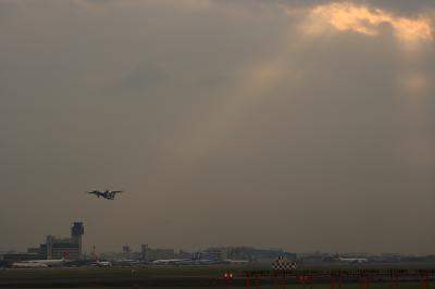 大阪国際空港ターミナル&A-net DHC-8-Q400@14エンド
