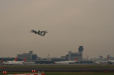 JAC DHC-8-Q400&大阪国際空港ターミナル@14エンド