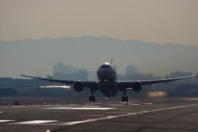 JAL B777-346 JL2001@RWY14Rエンド