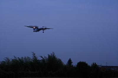 A-net DHC-8-Q400 RWY32L Final@千里川土手