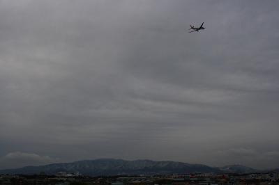 六甲山方面の空withJAL B777-246 JL2001@AFO(by EF28-90)