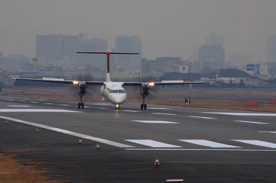 JAC DHC-8-Q400 3X2241@RWY14Lエンド