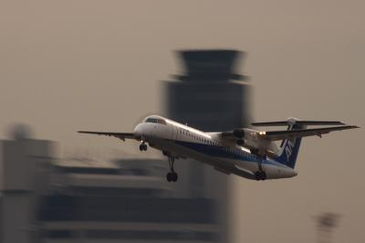ANA DHC-8-Q400 NH1675@RWY14Rエンド(SS:1/25sec)