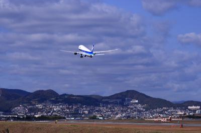 ANA B777-281 Airborne@伊丹スカイパーク(by EF28-90)