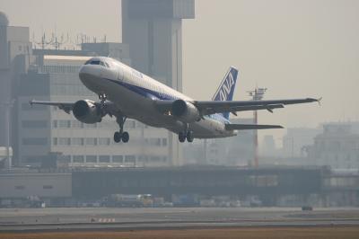 ANA A320-211 RWY32R Airborne@Bラン14エンド(by EF100-400)