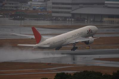 JAL B777-289@アクシオン福岡