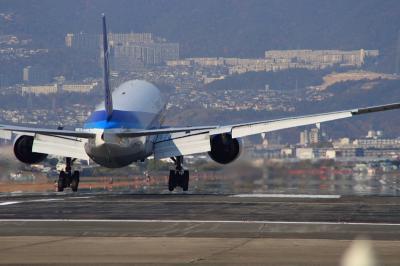 ANA B777-281 Landing@千里川土手