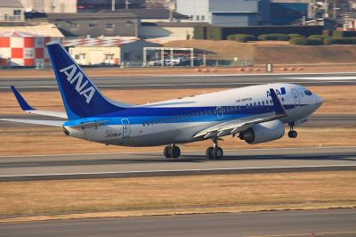 ANA B737-781 NH513 Liftup@ラ・ソーラ(by EF100-400)