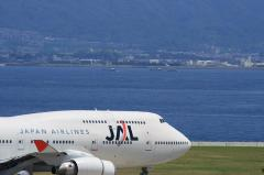 JAL B747-446 Hold on RWY24 in KIX