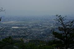 中山五月台から空港を望む