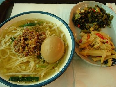 桃園国際空港・・・甘~い味付けの坦々麺