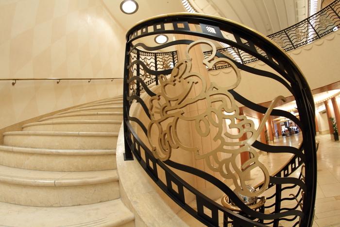 螺旋階段とミッキー