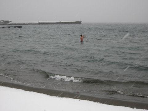 寒中水泳オヤジ②