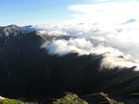 雲に包まれる山荘