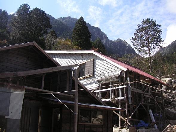 土砂災害に遭った藤内小屋