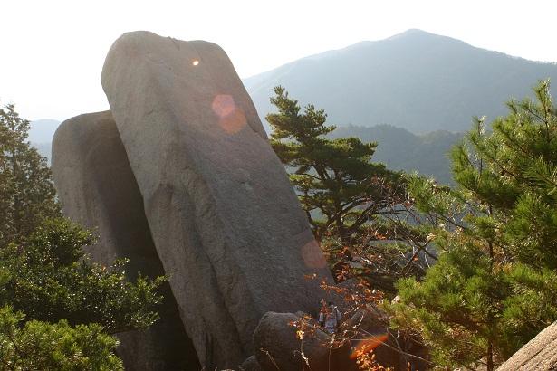 「おばれ岩」