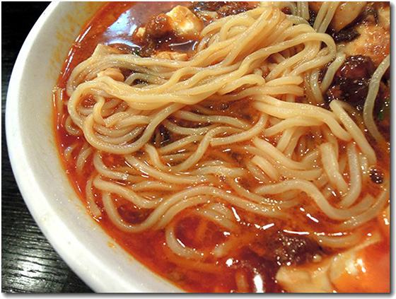 麻婆担々麺 麺拡大