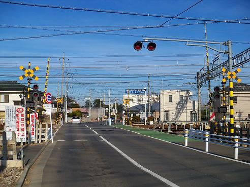 西武新宿線の新所沢第6踏切道@所沢市A